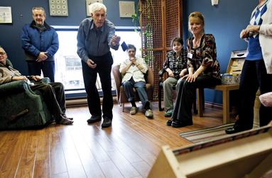 demain des centres 7 par jour pour les vieux soci t l actualit. Black Bedroom Furniture Sets. Home Design Ideas