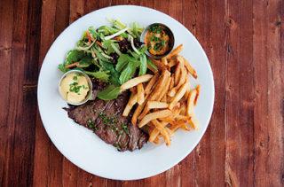 Cible des nutritionnistes et des environnementalistes, le bœuf se fait de plus e