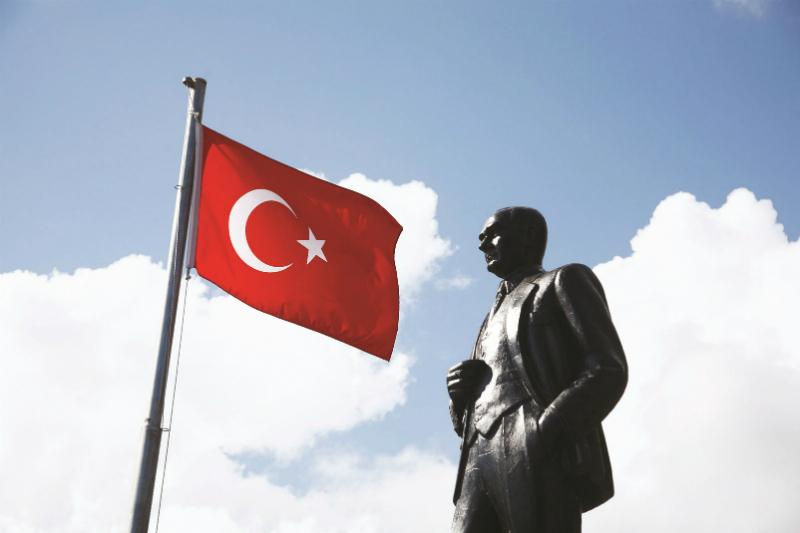 Statue de Mustafa Kemal Atatürk. Quand il a instauré la république de Turquie, c'était pour sortir son peuple des simagrées religieuses (Photo © Alamy)