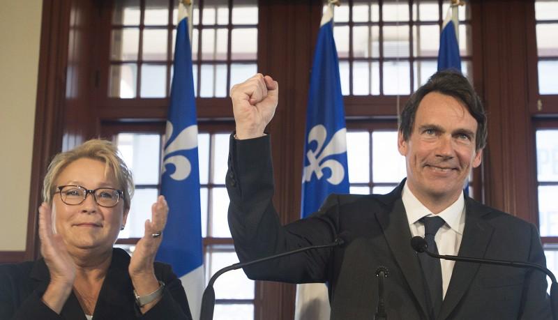 Le nouveau candidat du PQ dans Saint-Jérôme, Pierre Karl Péladeau, en compagnie de Pauline Marois, lors de l'annonce. THE CANADIAN PRESS/Graham Hughes