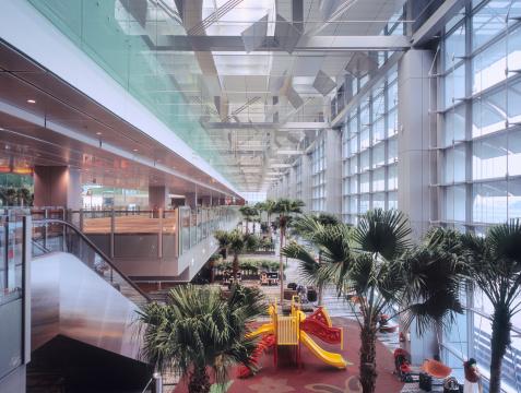 138182490-airport-terminal-hall-at-chang