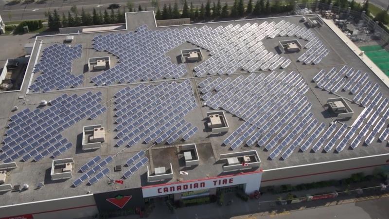 Canadian Tire a équipé de capteurs solaires le toit de 32 de ses magasins.