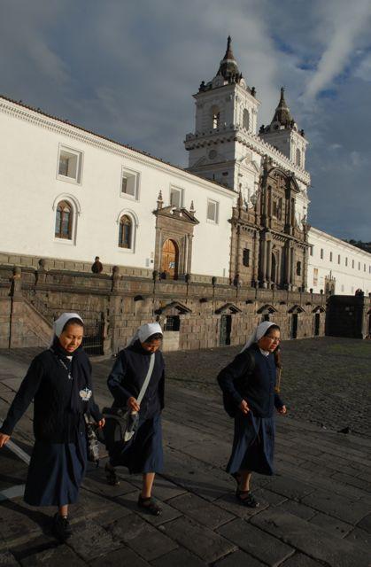 Le monastère San Francisco, qui domine la place du même nom - ©Gary Lawrence