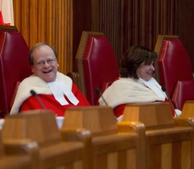 Le juge Thomas Cromwell (à gauche) de la Cour suprême du Canada. (Photo: Adrian Wyld/La Presse Canadienne)