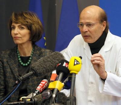 La ministre française de la Santé Marisol Touraine, à gauche, et le professeur Gilles Edan.(Photo: David Vincent/AP Photo)