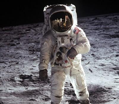 moon-landing-une