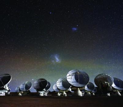 Muni de 66 antennes mobiles, le radiotélescope ALMA peut scruter les zones les plus froides et les plus lointaines de l'Univers. (Photo: Christoph Malin/Eso Photo Ambassador)