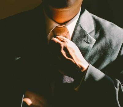 Travail emploi salaire bureau cravate