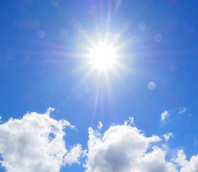 Soleil chaleur canicule ciel bleu nuages