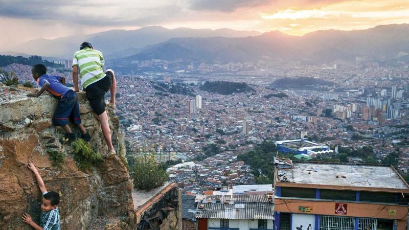 Medellín était autrefois considérée comme la ville la plus dangereuse du monde. Aujourd'hui, le taux de criminalité a chuté et les gens ont cessé de vivre dans la peur. (Photo: B. Petit/Haytham-Rea/Redux)