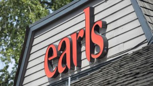 Un restaurant Earls à Vancouver. (Photo: Jonathan Hayward/La Presse Canadienne)