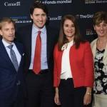 Justin Trudeau, entouré du directeur du Fonds mondial, Mark Dybul, de Melinda Gates et de la ministre Marie-Claude Bibeau. (Photo: The Global Fund/Fred Cattroll)