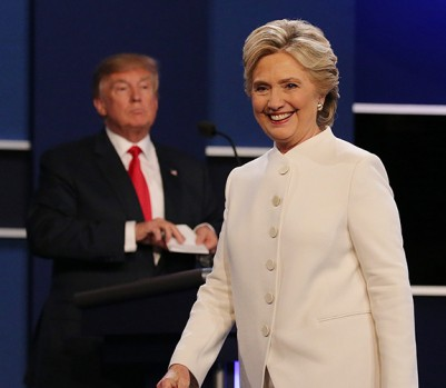 epa05593181 Democratic candidate Hillary Clinton (R) and Republican candidate Donald Trump (L) at the end of the final Presidential Debate at the University of Nevada-Las Vegas in Las Vegas, Nevada, USA, 19 October 2016. The debate is the final of three Presidential Debates and one Vice Presidential Debate before the US National Election on 08 November 2016.  EPA/GARY HE