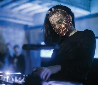 La chanteuse islandaise Björk joue la DJ. (Photo: Maria Jose Govea / Red Bull)