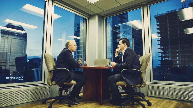 Jean-François Lisée dans son bureau du chef de l'opposition à Montréal, qu'il découvrait en compagnie d'Alec Castonguay en ce 11 octobre 2016. (Photo: Raphaël Ouellet)