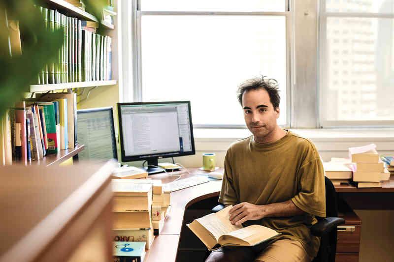 «Jeune entreprise cherche lexicographe.» Jean Fontaine a été un des premiers à répondre à cette petite annonce, en 1995.(Photo: Daphné Caron)