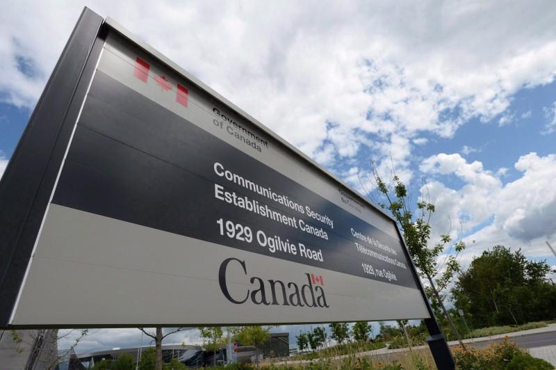 Le Centre de sécurité des télécommunications est une des agences de surveillance du Canada. (Photo: La Presse Canadienne / Sean Kilpatrick)