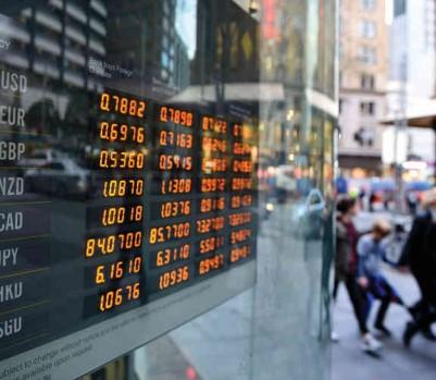 Avec une économie en croissance de 2,3 % en 2017, selon l'OCDE, les États-Unis ont la faveur des experts. Mais l'Europe pourrait surprendre. (Photo: EPA/Dan Himbrechts/La Presse Canadienne)