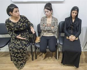 Suham Haji, Samira Hasan, Saud Khalid.  Ryan Remiorz / La Presse Canadienne