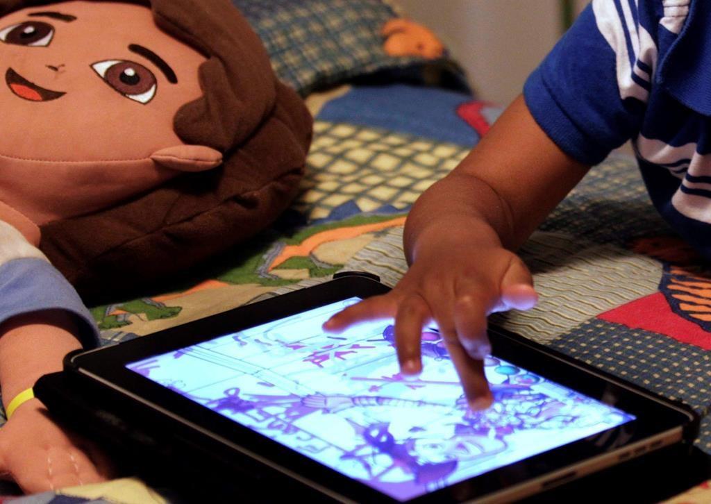 Les jeunes passent-ils trop de temps devant les écrans?